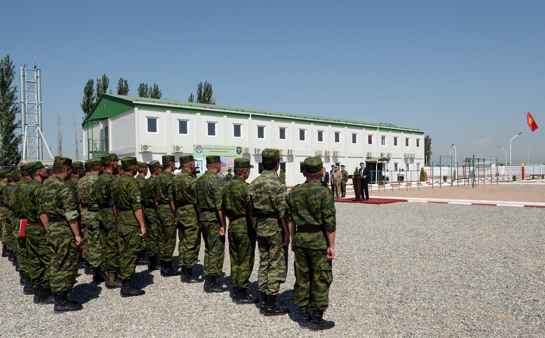 Президент Сооронбай Жээнбеков чек арачыларды куттуктады