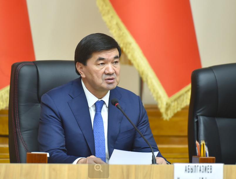 Абылгазиев кол алдындагылар менен коштошуп, Жээнбековго ыраазычылыгын билдирди