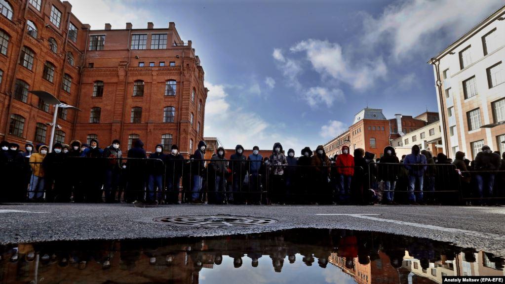 Орусияда мигранттар 15-сентябрга чейин каттоосуз жүрө алышат