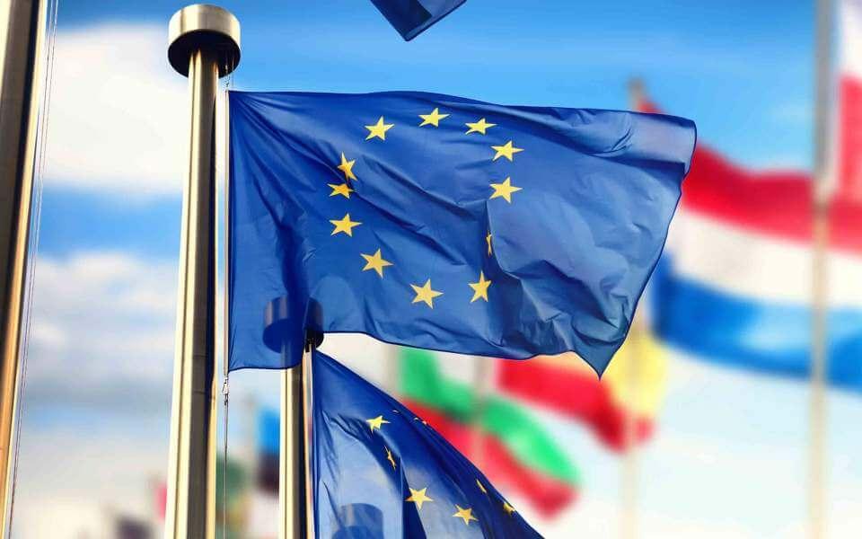 Еврокомиссия ЕБ өлкөлөрү 1-июлдан тарта чек араларын ачуусу керектигин сунуштады