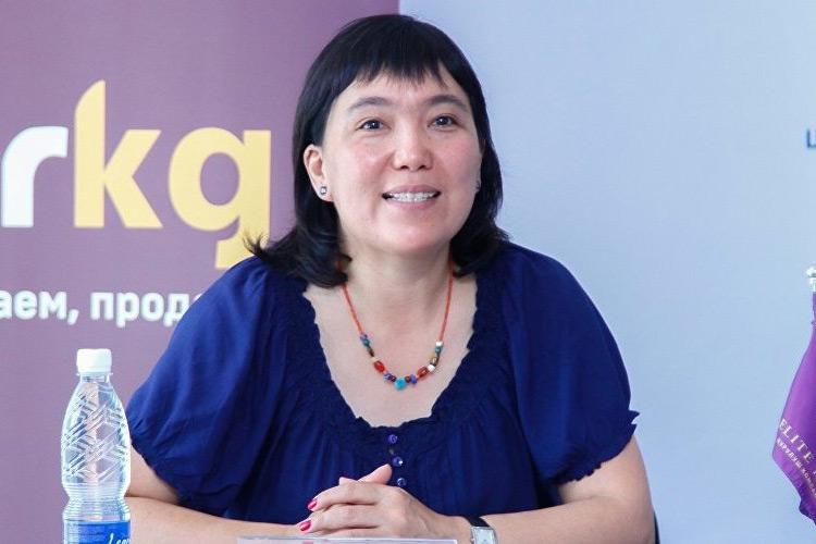 Гуля Алмамбетова: Коронавируска чалдыккан чиновниктер дарыгерлерди «кыйнап» жатат