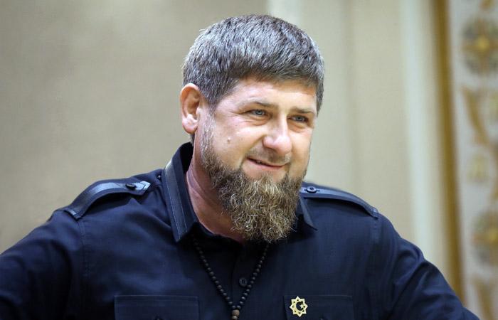 Рамзан Кадыров карантинде үйлөнө турган жигиттерге 50 миң рублдан берерин убадалады