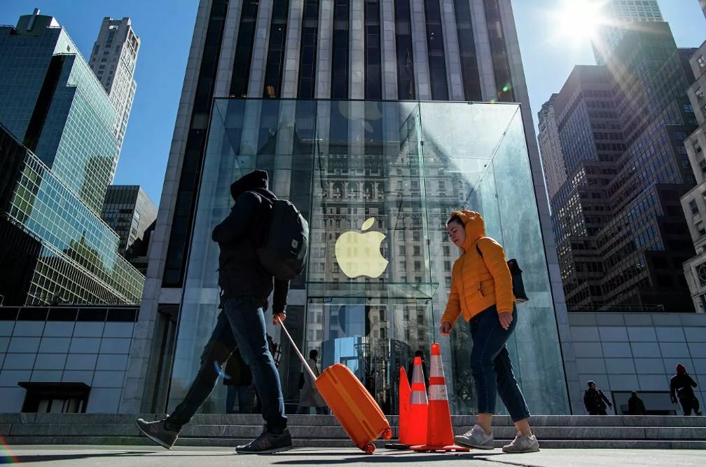 Apple башаламандык учурунда тонолгон телефондорду блоктойт