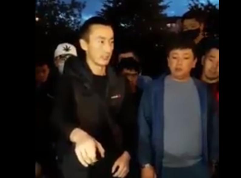 Орусияда жүргөн кыргыз жигиттердин кыргыз кыздарды сабоого чакырган видеосу тарады