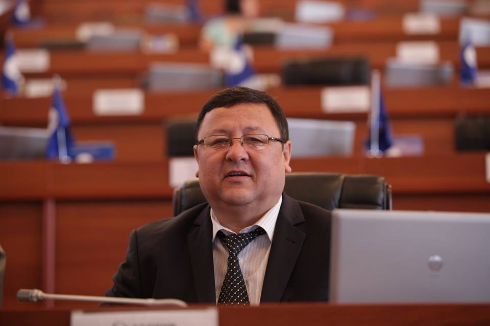 Жогорку Кеңештин кызматкери тойканасын оорукана катары колдонууга берүүдө