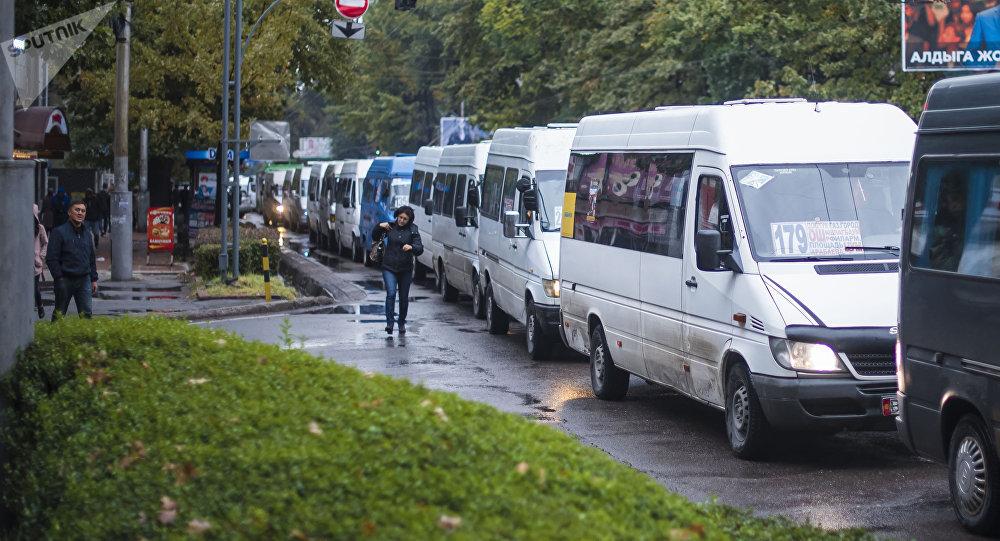 Бишкекте коомдук транспорттор эртең менен кечинде гана иштеп баштайт