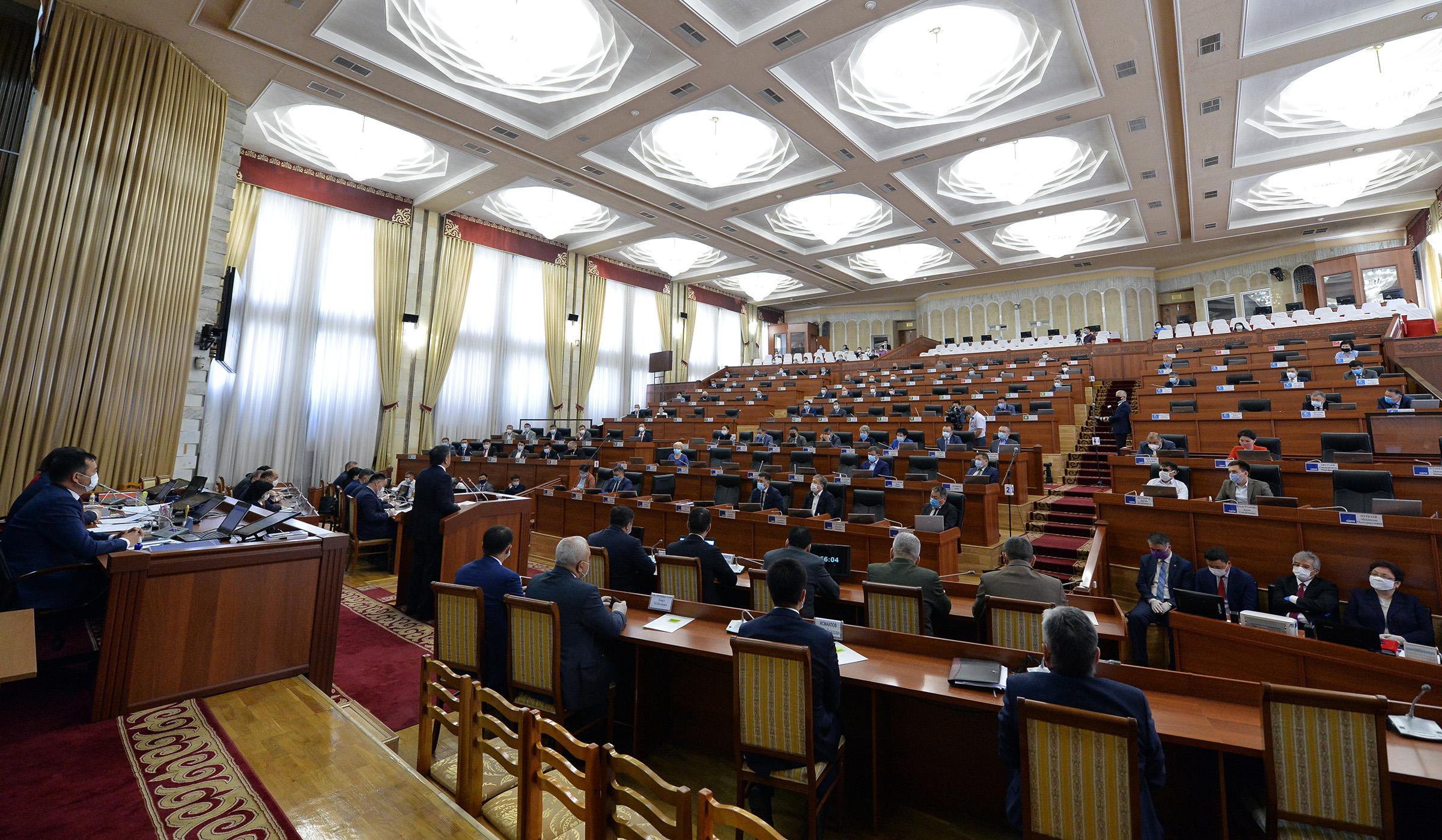 Жогорку Кеңеш: кезесиз жыйынга чогулуу үчүн депутаттардын үчтөн биринин сунушу керек
