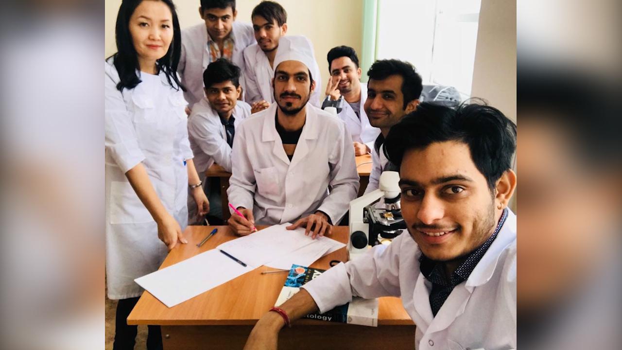 COVID-19: Индиялык студенттерди жардамга тартуу сунушу көтөрүлдү