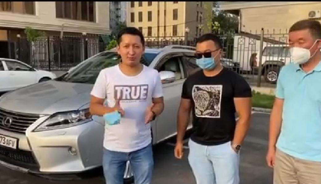Кыргызстандык жигит муктаждарга дары-дармек алып берүү үчүн унаасын сатууда