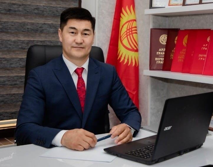 «Мекеним Кыргызстан» партиясынын талапкери соцтармакта жазган билдирүүсү үчүн милицияга чакырылды