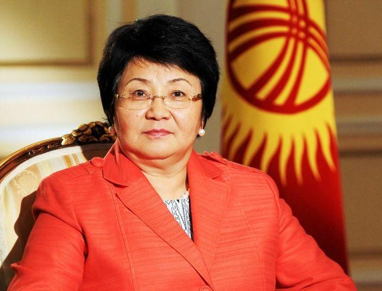 Премьер-министр Кубатбек Боронов экс-президент Роза Отунбаеваны туулган күнү менен куттуктады
