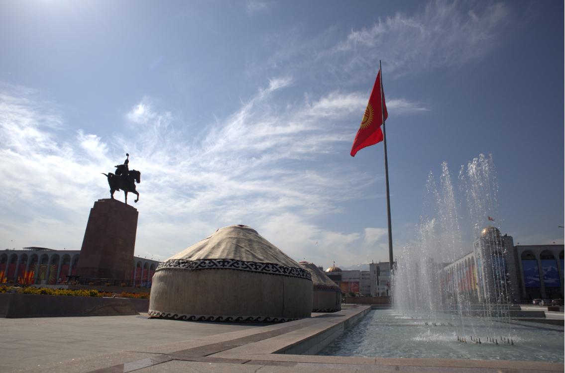 Топураган эл, тонналаган таштанды жок! Бишкектеги эгемендүүлүк майрамы, – сүрөт