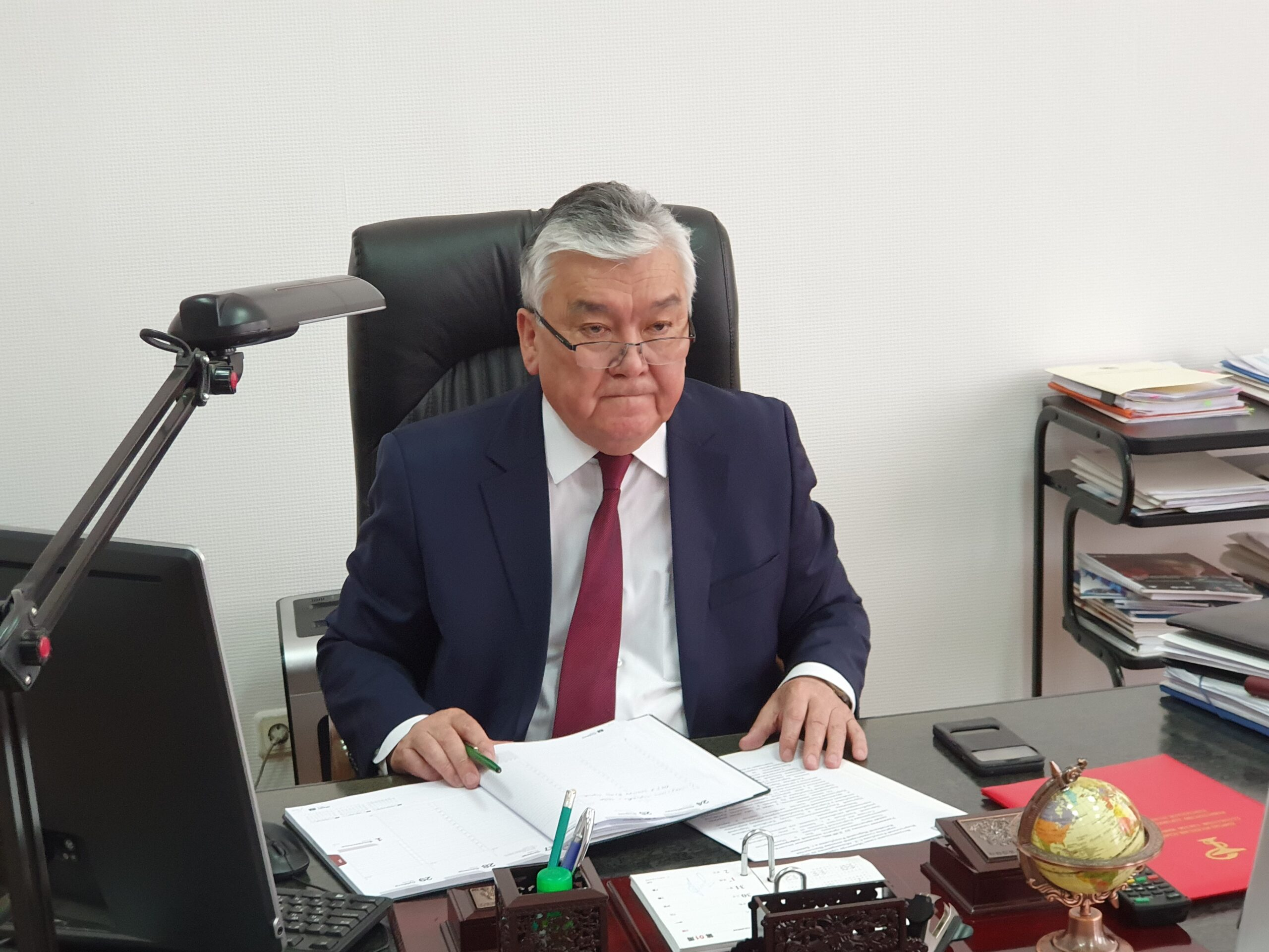 Саламаттык сактоо министри Сабиржан Абдикаримов илдеттен айыгып, жумушка чыкты