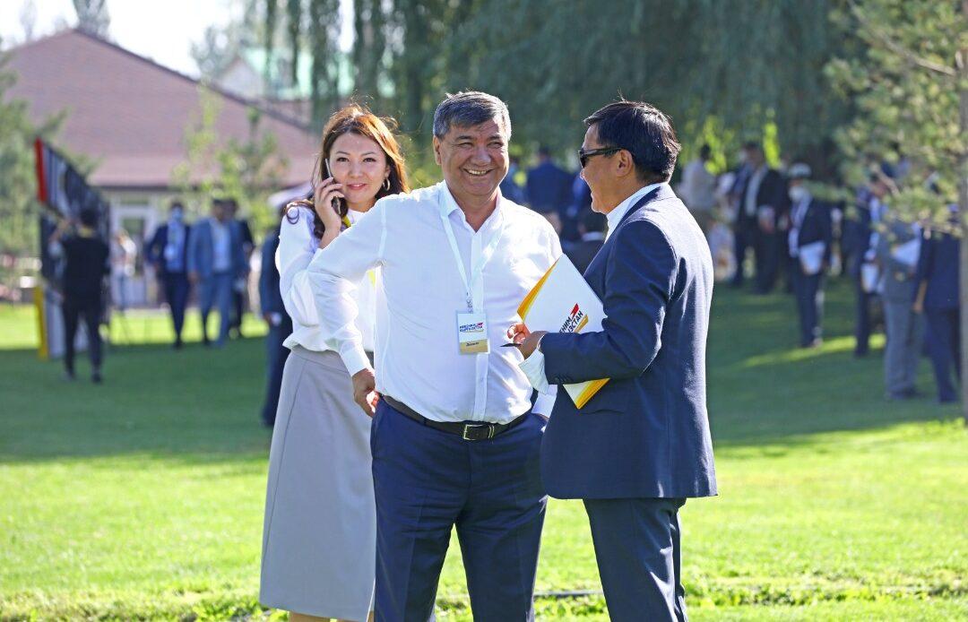 «Мекеним Кыргызстан» партиясы талапкерлеринин тизмесин түздү — сүрөт