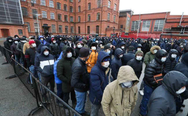 Орусияда мигранттарга берилген жеңилдиктердин мөөнөтү 15-декабрга чейин узартылды