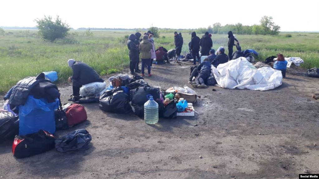 Казакстан чек арада топтолгон кыргызстандыктардын өтүүсүнө уруксаат берди