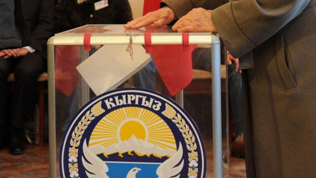 """""""Бүтүн Кыргызстандын"""" соттук иши аягына чыкканча партиялардын чүчүкулак кармоосу белгисиз мөөнөткө жылдырылды"""