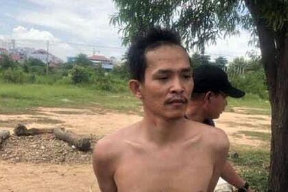 Пномпенде баласы өз энесин арбактар сыйкырлап жатат деп шектенип, анын башын кесип салган