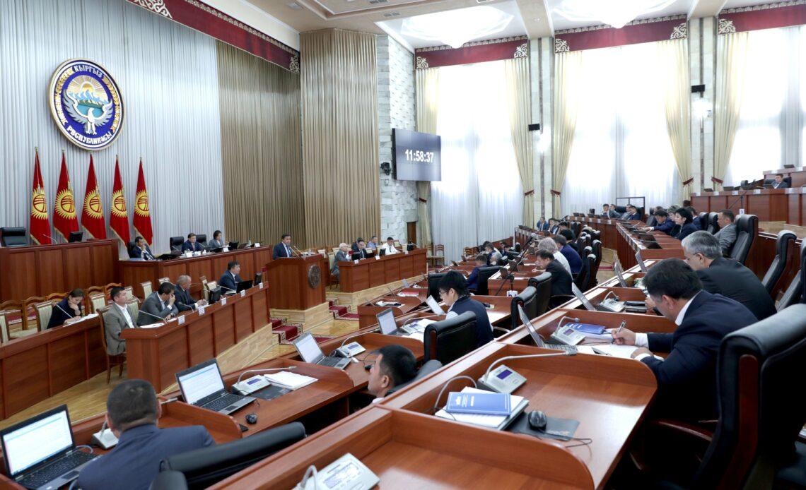 Жогорку Кеңештин депутаттары 2-октябрга чейин шайлоочулар менен жеринен иш алып барат