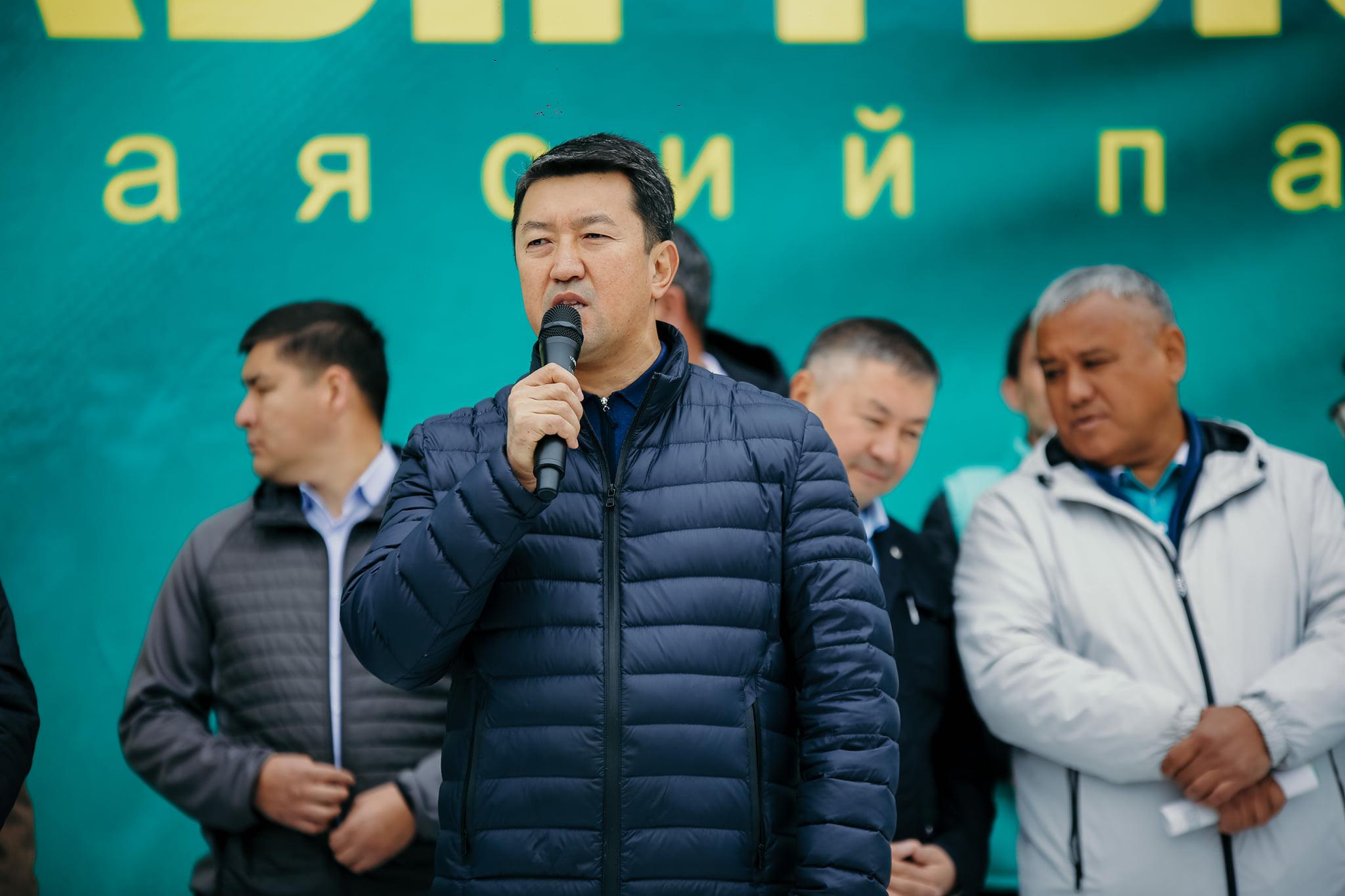 """Нурбек Алимбеков, """"Кыргызстан"""" №15: """"Биз элге жардам берүү үчүн Жогорку Кеңешке аттандык"""""""
