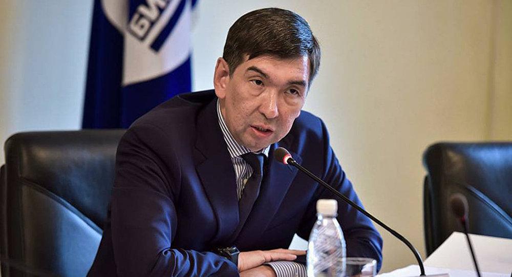 Бишкек мэри Азиз Суракматов отставкага кетүү тууралуу арыз жазды
