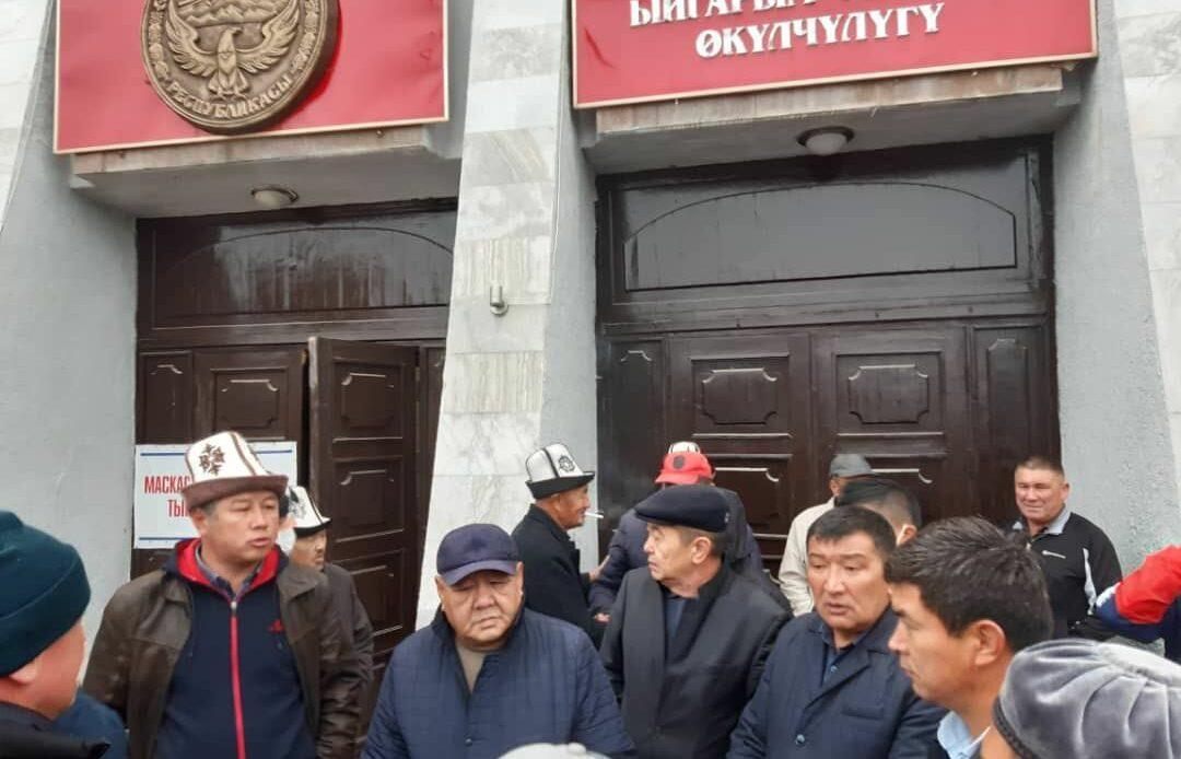 Таластын губернатору бийликти элге өткөрүп берди, -видео