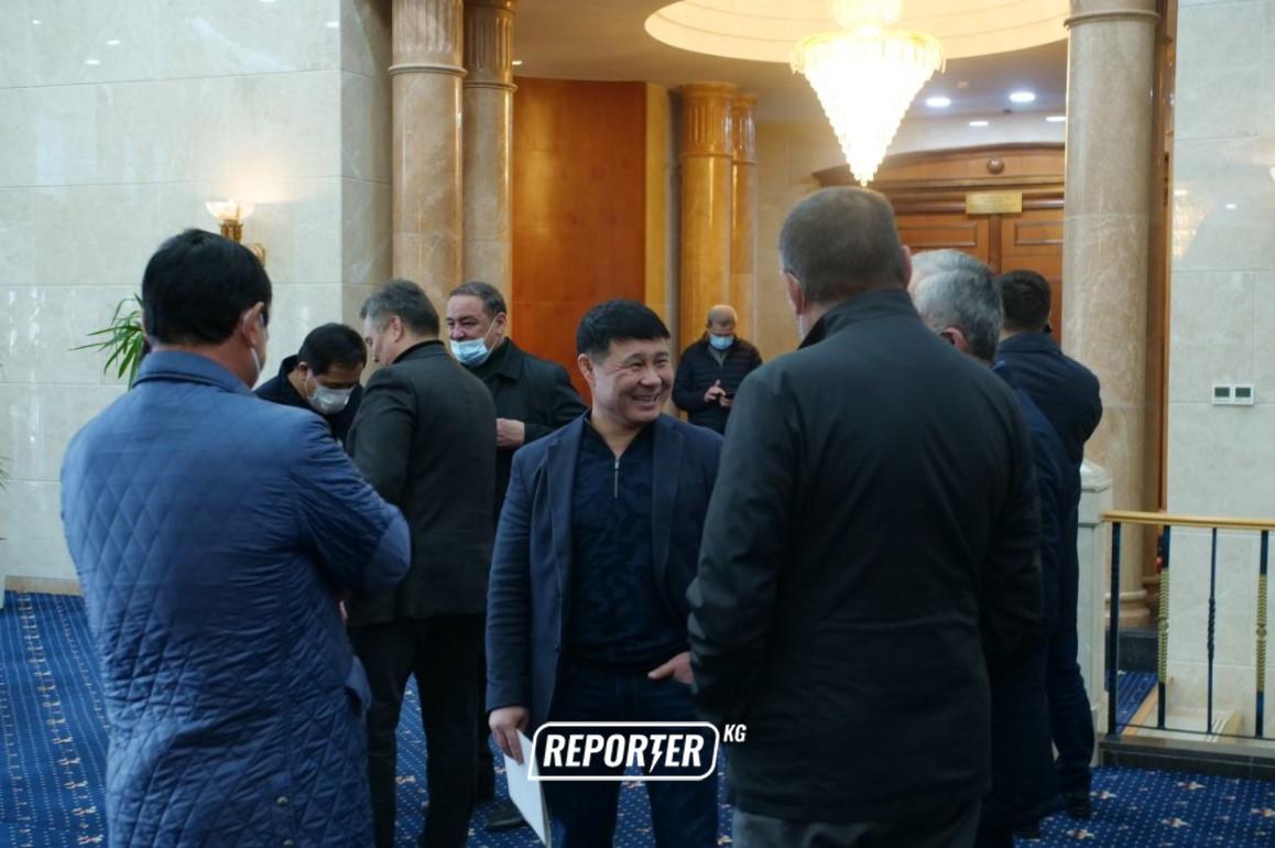 Жогорку Кеңештин кезексиз жыйынына кайсы депутаттар келди? – сүрөттөр