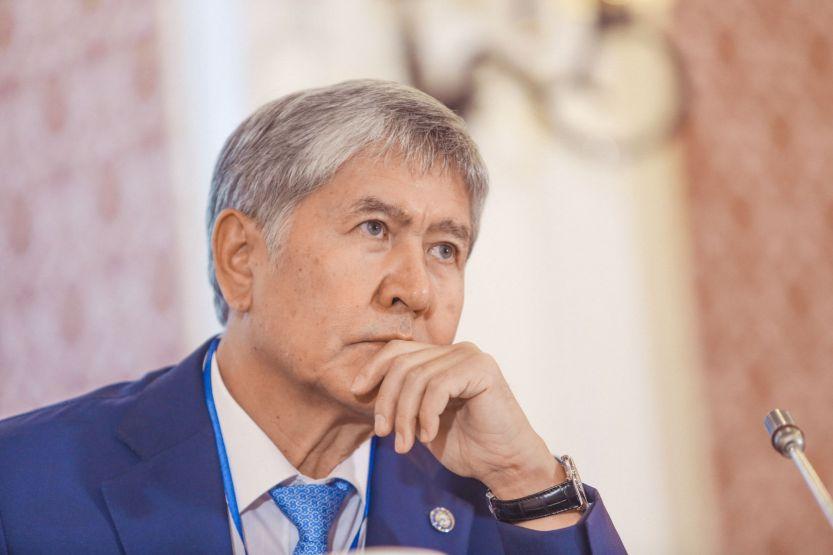 Алмазбек Атамбаевдин УКМКнын СИЗОсунан чыккан учуру – видео