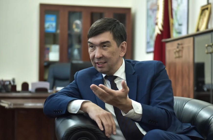 УКМК Азиз Суракматовдо эмнеге камакка алганын ачыктады — сүрөт