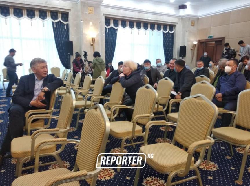 ТҮЗ ЭФИР: «Ала-Арчадагы» депутаттардын кезексиз жыйыны