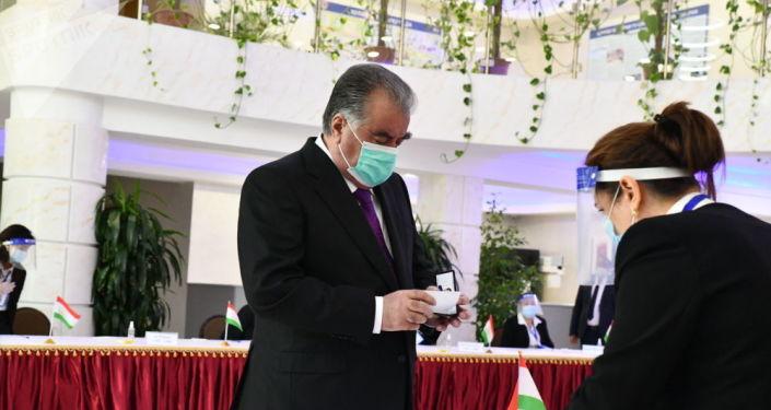 Эмомали Рахмон кайрадан президент болду