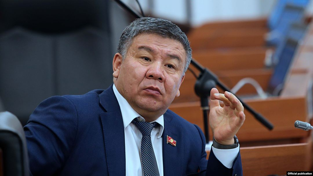 Министр Шыкмаматов депутаттардын жемесине калды