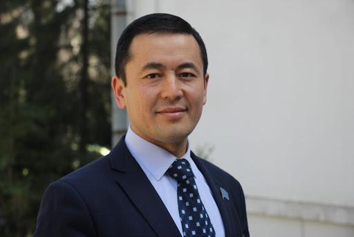 Садыр Жапаров Нуржигит Кадырбековду Маданият министри кылып дайындады