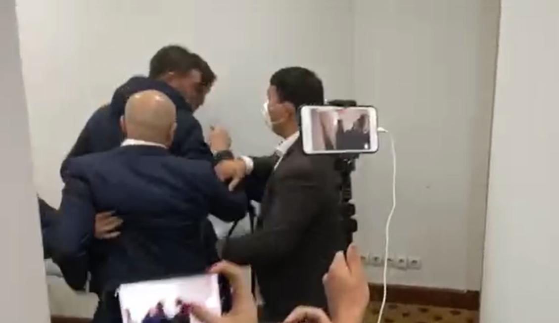 ЖК жыйынында депутаттар Сулайманов жана Керезбеков жаңжалдашты
