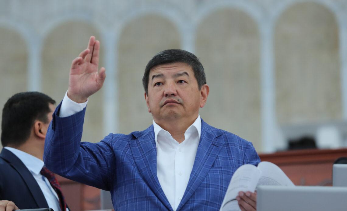 Депутат Жапаров долбоорлорго бөлүнгөн каражаттын 15% кеңеш берүү кызматына жумшалганына нааразы