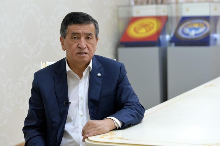 Жапаров экс-президент Жээнбеков жөнүндө жарлыкка кол койду