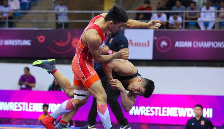 Дүйнө чемпионаты: Кыргызстандык балбандар беш категориялык салмакта күрөшөт