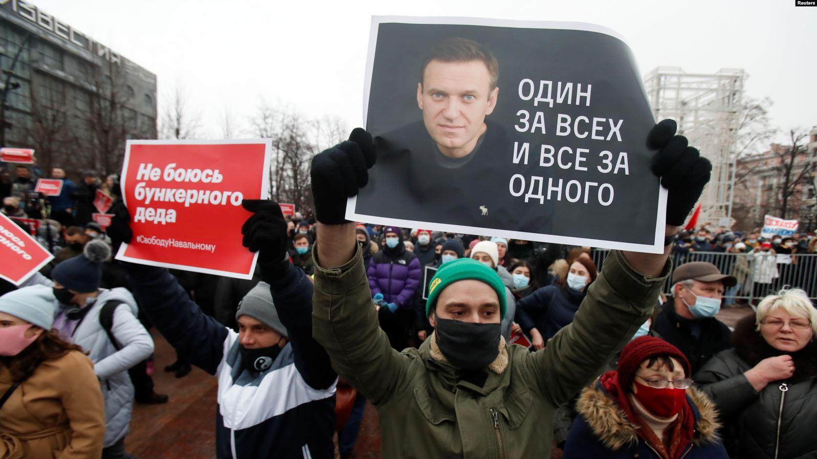 Орусияда Навальныйды колдогон полиция кызматкери иштен алынды