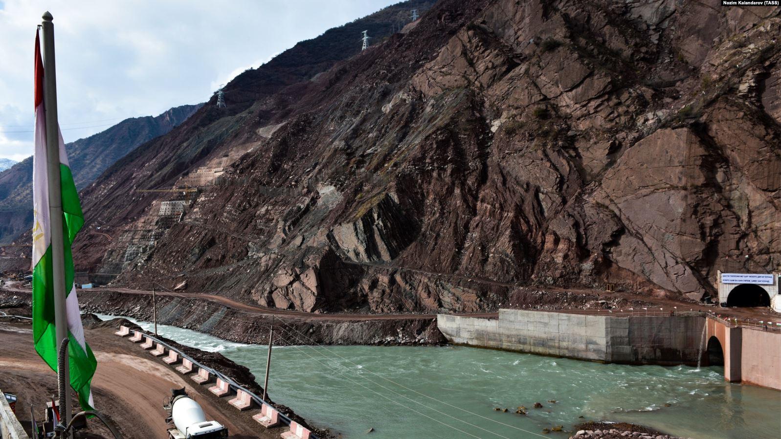 Рогун ГЭСи курулуп жаткан аймакта жер көчтү