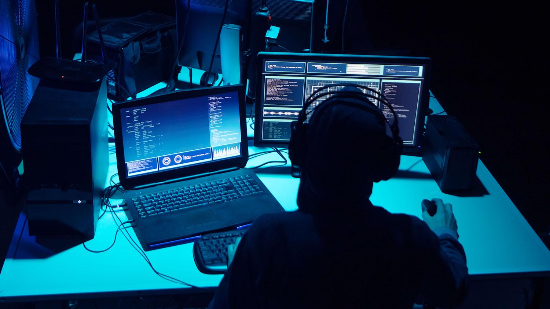 Батыш өлкөлөрүндөгү банктардан 2,5 миллиард доллар уурдаган хакерлер колго түштү