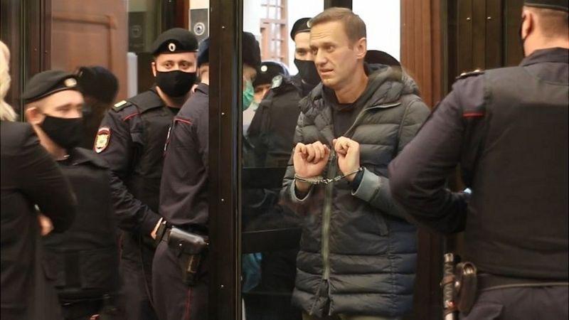 Сот Навальныйдын шарттуу жазасын 3,5 жыл түрмөгө алмаштырды