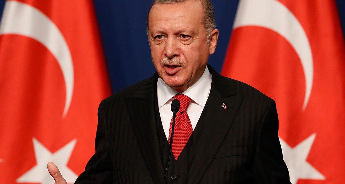 Садыр Жапаровду Эрдоган Түркияга иш сапары менен келүүгө чакырды