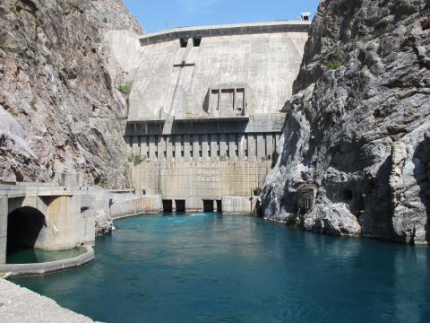 Часть оборудования для реабилитации Токтогульской ГЭС застряла на границе