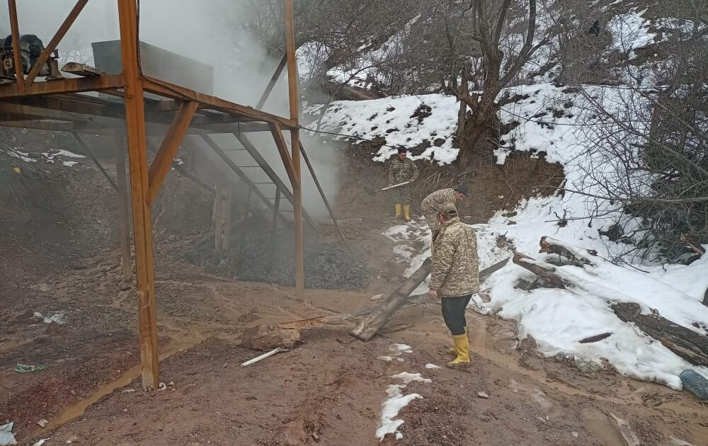 Сузакта өз алдынча көмүр казган шахтадан өрт чыкты