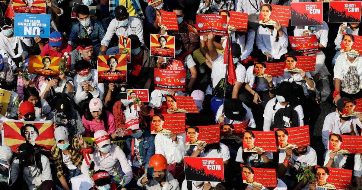 Мьянмада полиция нааразылык акциялардын катышуучуларына ок атты