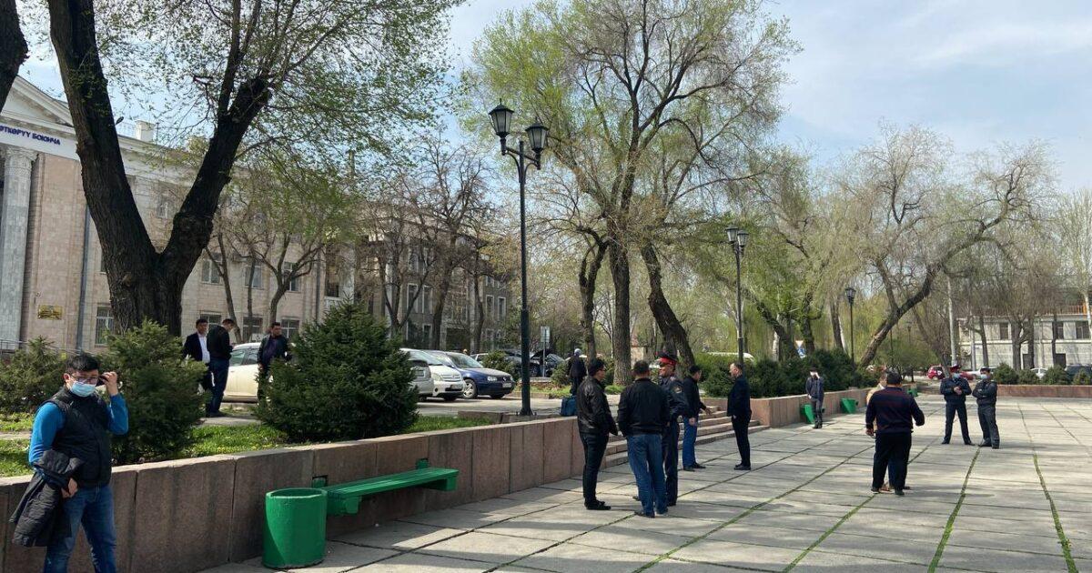 Кыргызстан Социалисттик партиясы ачкачылык жарыялоодон баш тартты