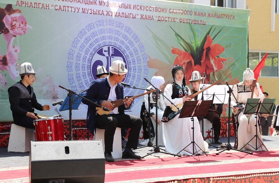 Баткенде кош фестиваль өткөрүлүп, 4 өлкөнүн музыканттары катышты – сүрөт
