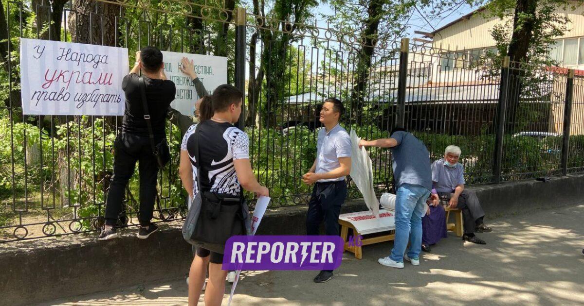 Түз эфир: Бишкекте КЭДП партиясынын тарапташтары митингге чогулушту