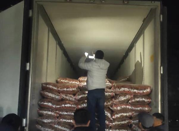 Сотрудники ГКНБ нашли в грузовике 17 тонн контрабандных сухофруктов