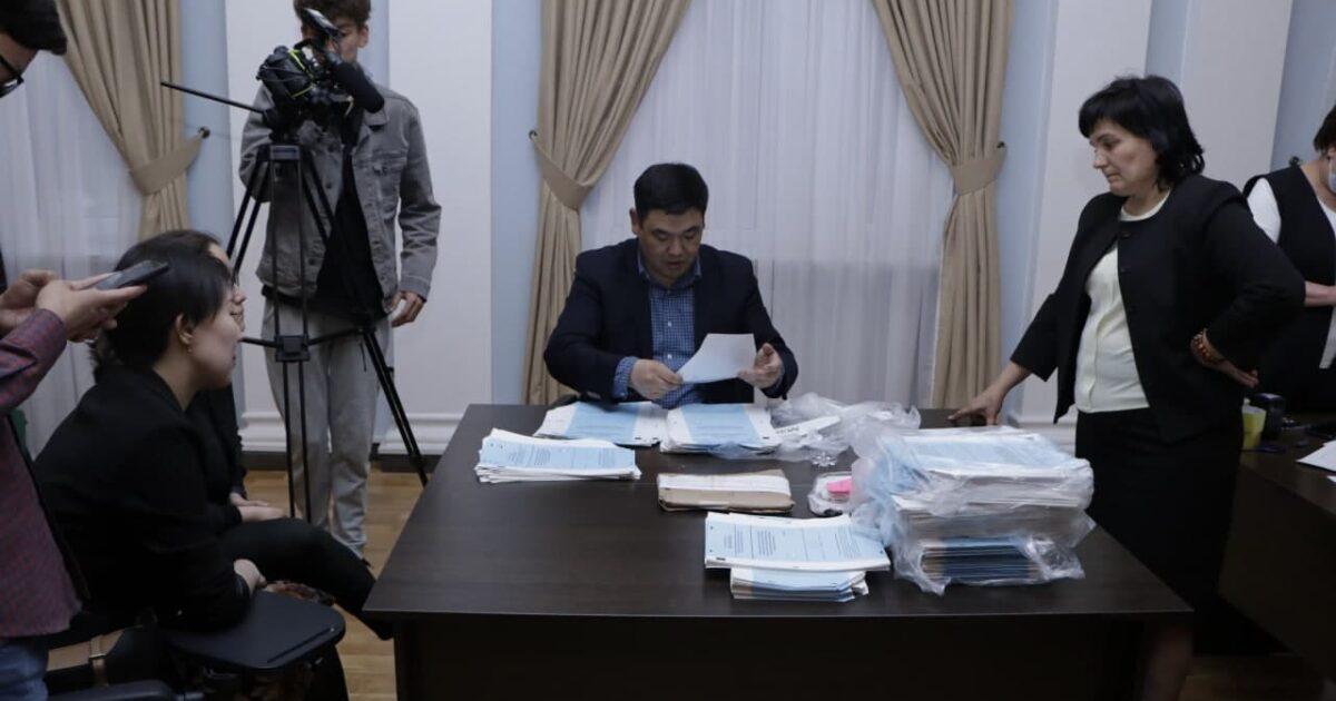 Бишкектеги айрым шайлоо тилкелердеги добуштар кайталап саналды